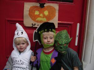 Halloween07onDoorstep